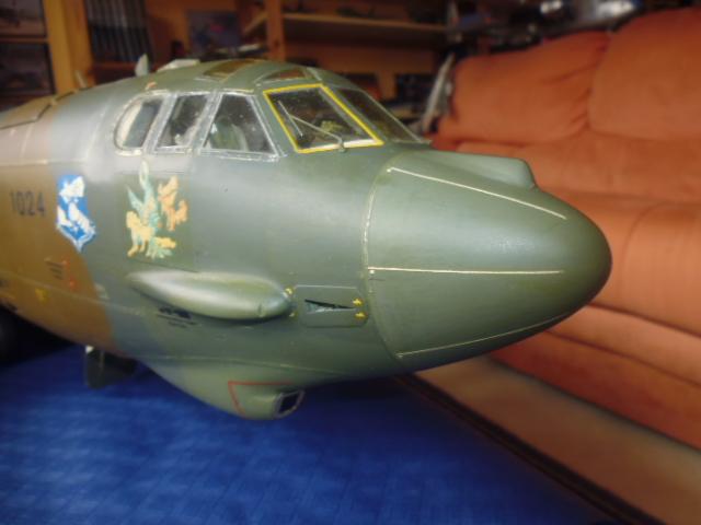 Boeing B52H ech 1/32 réalisé en bois et carton P1000223