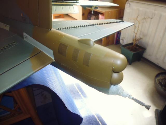 Boeing B52H ech 1/32 réalisé en bois et carton P1000227