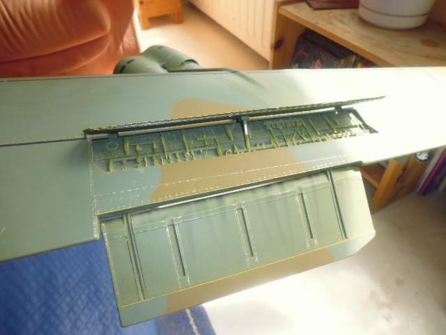 Boeing B52H ech 1/32 réalisé en bois et carton P1000228