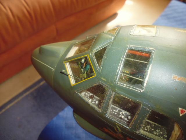 Boeing B52H ech 1/32 réalisé en bois et carton P1000236