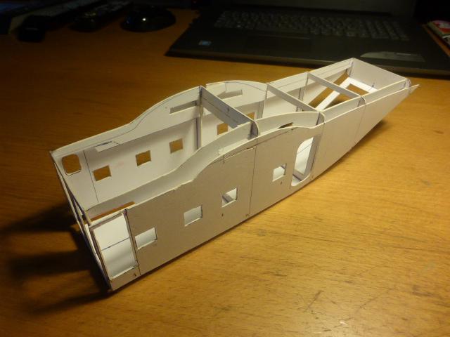 short skyvan 1/32 en bois et carton P1020411