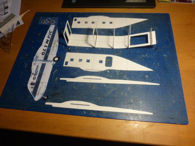 short skyvan 1/32 en bois et carton P1020412