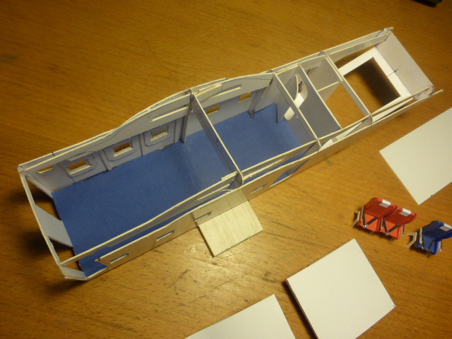 short skyvan 1/32 en bois et carton P1020413
