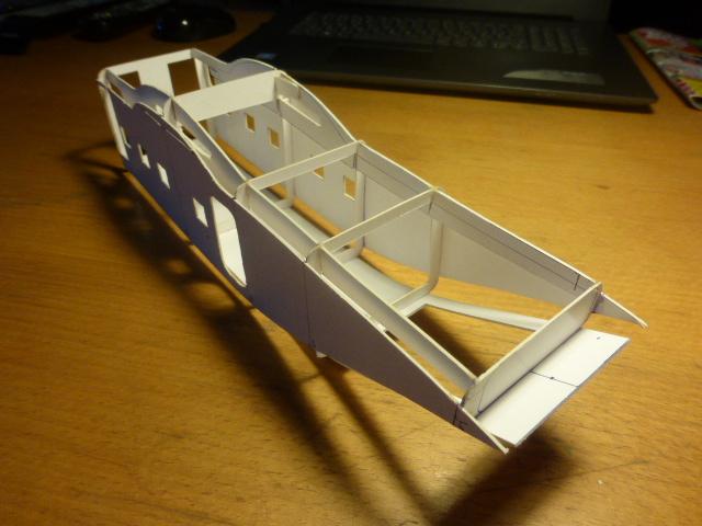 short skyvan 1/32 en bois et carton P1020415