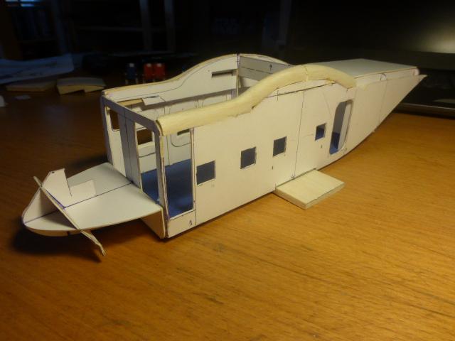 short skyvan 1/32 en bois et carton P1020416