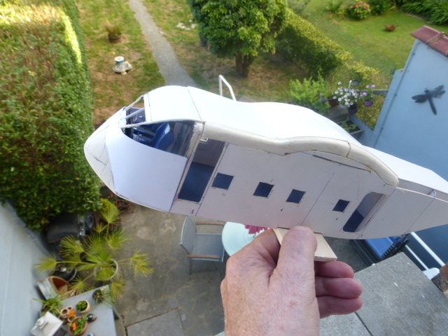 short skyvan 1/32 en bois et carton P1020513
