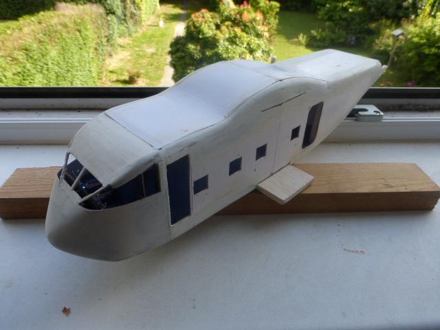 short skyvan 1/32 en bois et carton P1020515