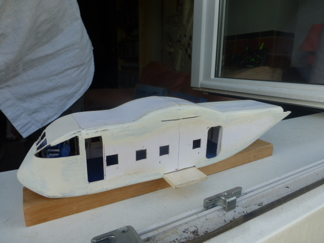 short skyvan 1/32 en bois et carton P1020517