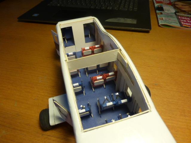 short skyvan 1/32 en bois et carton P1020527