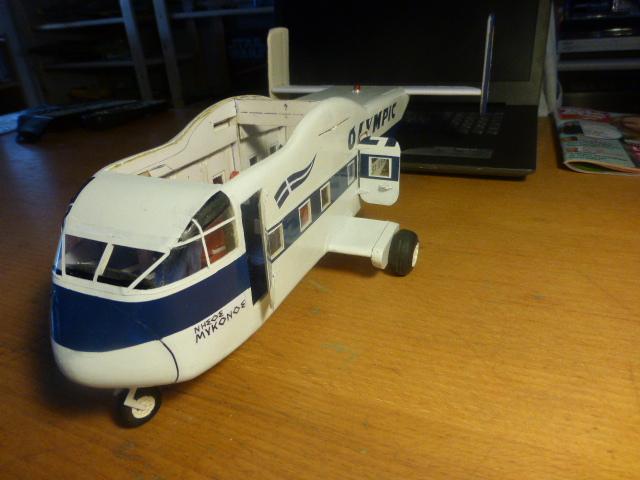 short skyvan 1/32 en bois et carton P1020528