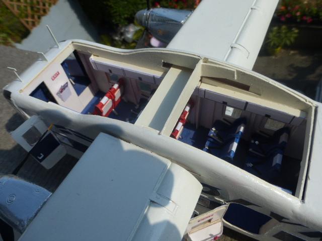 short skyvan 1/32 en bois et carton P1020533