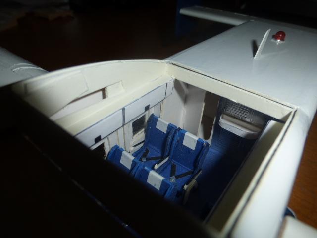 short skyvan 1/32 en bois et carton P1020537