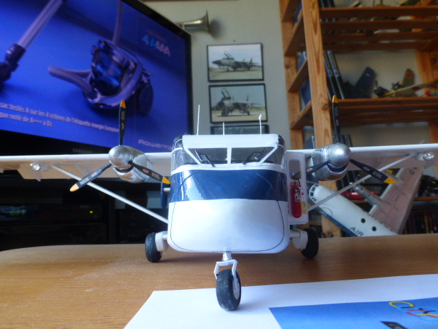 short skyvan 1/32 en bois et carton P1020543