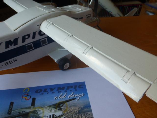 short skyvan 1/32 en bois et carton P1020544