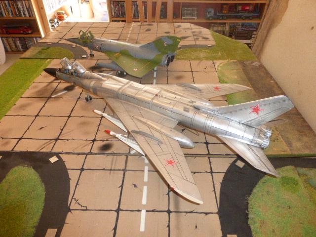 Mirage IV 1:32 en bois et carton P1020630