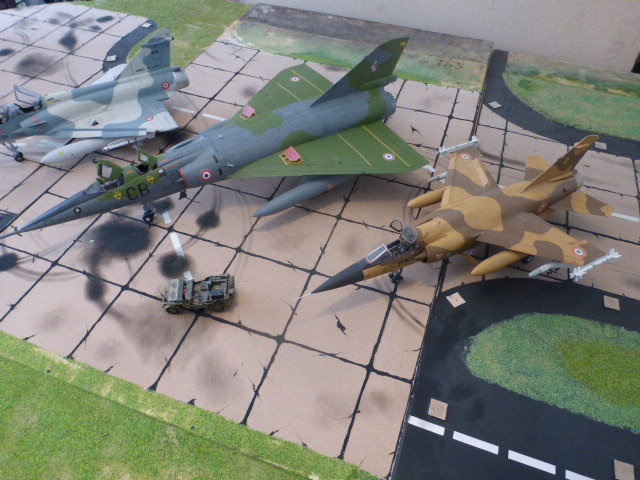 Mirage IV 1:32 en bois et carton P1020634