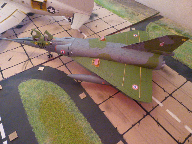 Mirage IV 1:32 en bois et carton P1020646