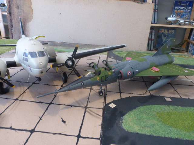 Mirage IV 1:32 en bois et carton P1020647