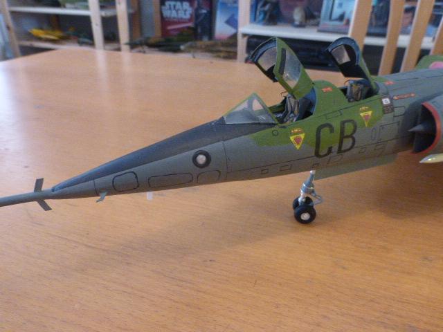 Mirage IV 1:32 en bois et carton P1020650