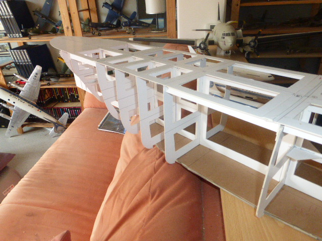 Paquebot MS Astoria au /100 ème modèle en bois et carton  P1020653