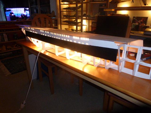 Paquebot MS Astoria au /100 ème modèle en bois et carton  P1020663