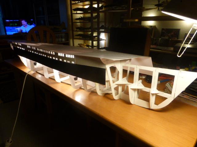 Paquebot MS Astoria au /100 ème modèle en bois et carton  P1020664