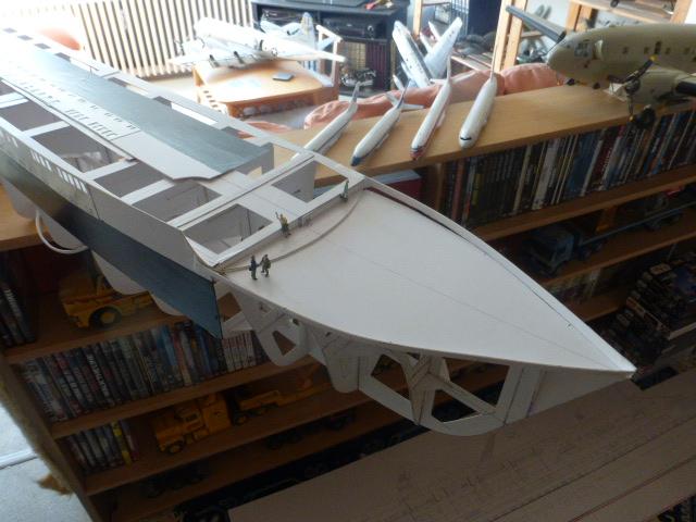 Paquebot MS Astoria au /100 ème modèle en bois et carton  P1020666