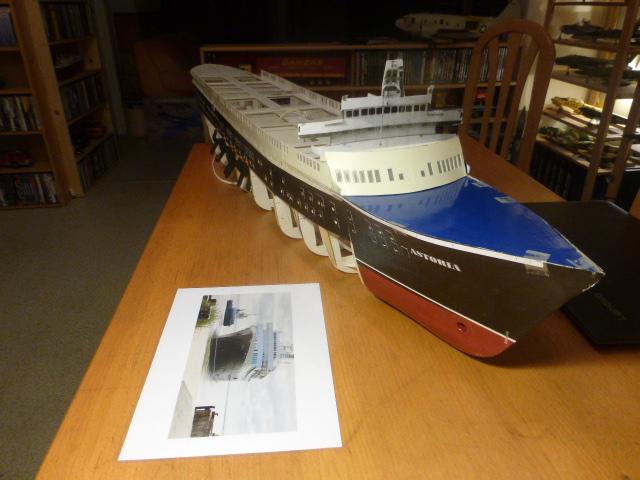 Paquebot MS Astoria au /100 ème modèle en bois et carton  P1020725