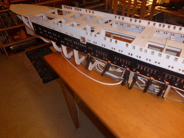Paquebot MS Astoria au /100 ème modèle en bois et carton  P1020726