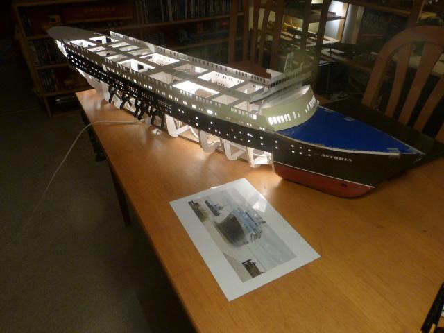 Paquebot MS Astoria au /100 ème modèle en bois et carton  P1020727