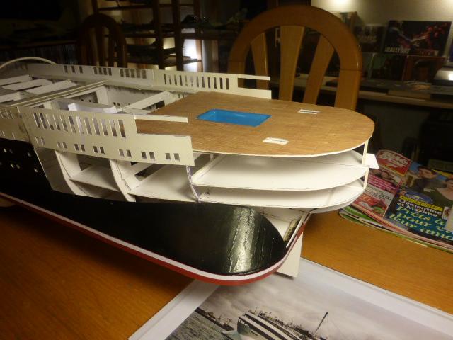 Paquebot MS Astoria au /100 ème modèle en bois et carton  P1020731