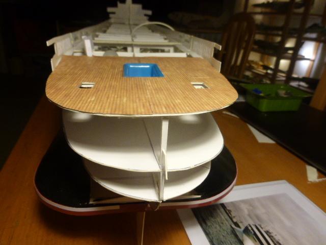 Paquebot MS Astoria au /100 ème modèle en bois et carton  P1020732