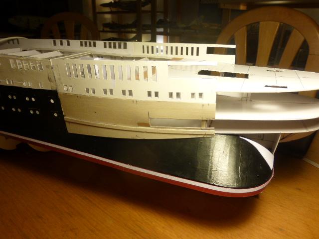 Paquebot MS Astoria au /100 ème modèle en bois et carton  P1020733