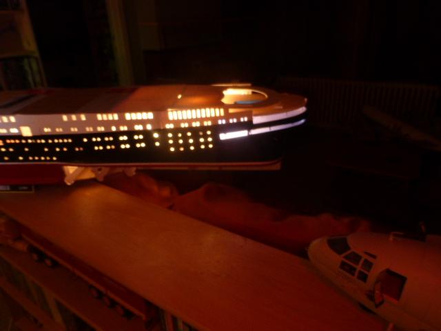 Paquebot MS Astoria au /100 ème modèle en bois et carton  P1020735