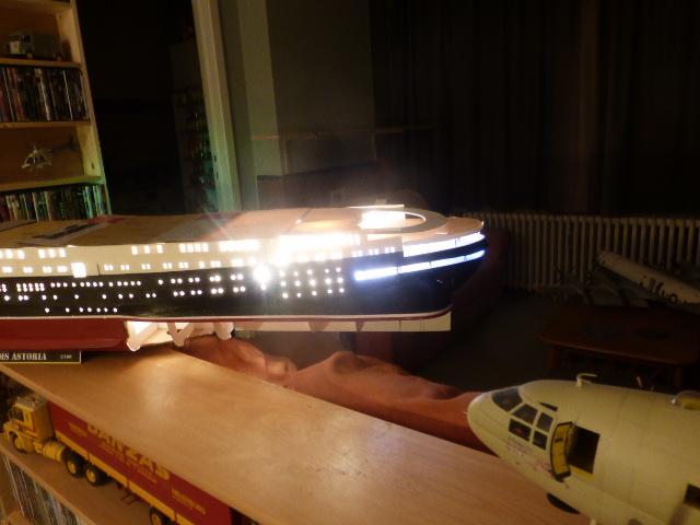 Paquebot MS Astoria au /100 ème modèle en bois et carton  P1020736