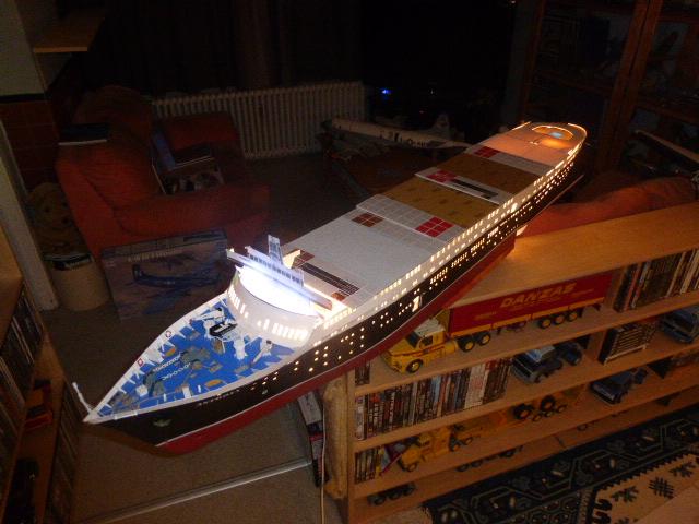 Paquebot MS Astoria au /100 ème modèle en bois et carton  P1020738