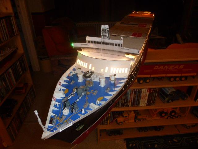Paquebot MS Astoria au /100 ème modèle en bois et carton  P1020740