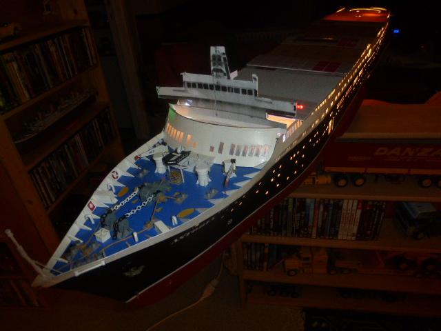Paquebot MS Astoria au /100 ème modèle en bois et carton  P1020810