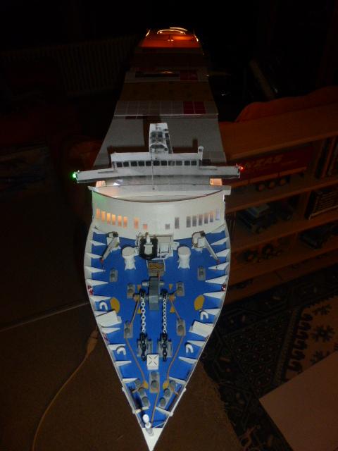 Paquebot MS Astoria au /100 ème modèle en bois et carton  P1020811