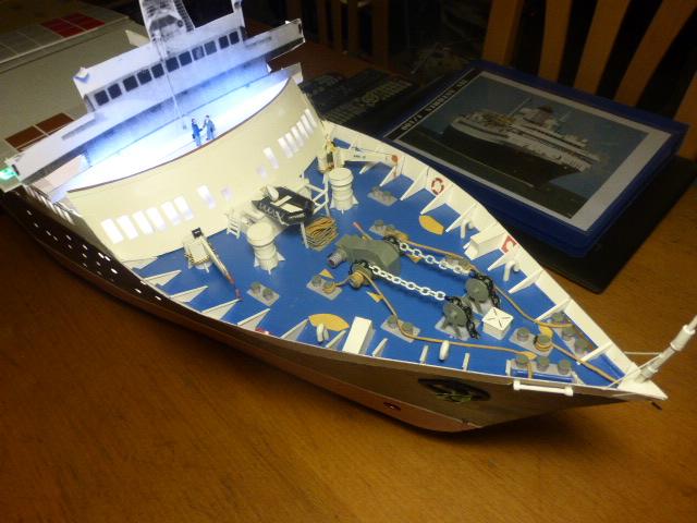 Paquebot MS Astoria au /100 ème modèle en bois et carton  P1020812