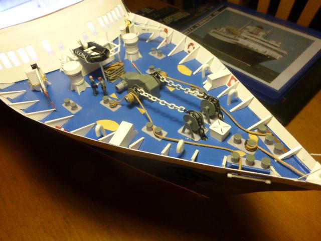 Paquebot MS Astoria au /100 ème modèle en bois et carton  P1020813