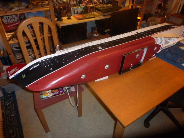 Paquebot MS Astoria au /100 ème modèle en bois et carton  P1020818