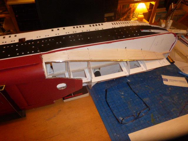 Paquebot MS Astoria au /100 ème modèle en bois et carton  P1020819