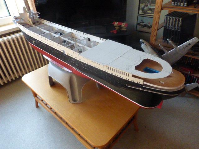 Paquebot MS Astoria au /100 ème modèle en bois et carton  P1020822