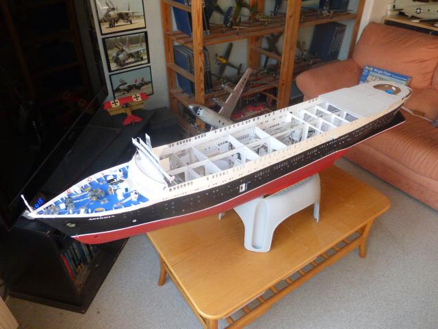 Paquebot MS Astoria au /100 ème modèle en bois et carton  P1020826