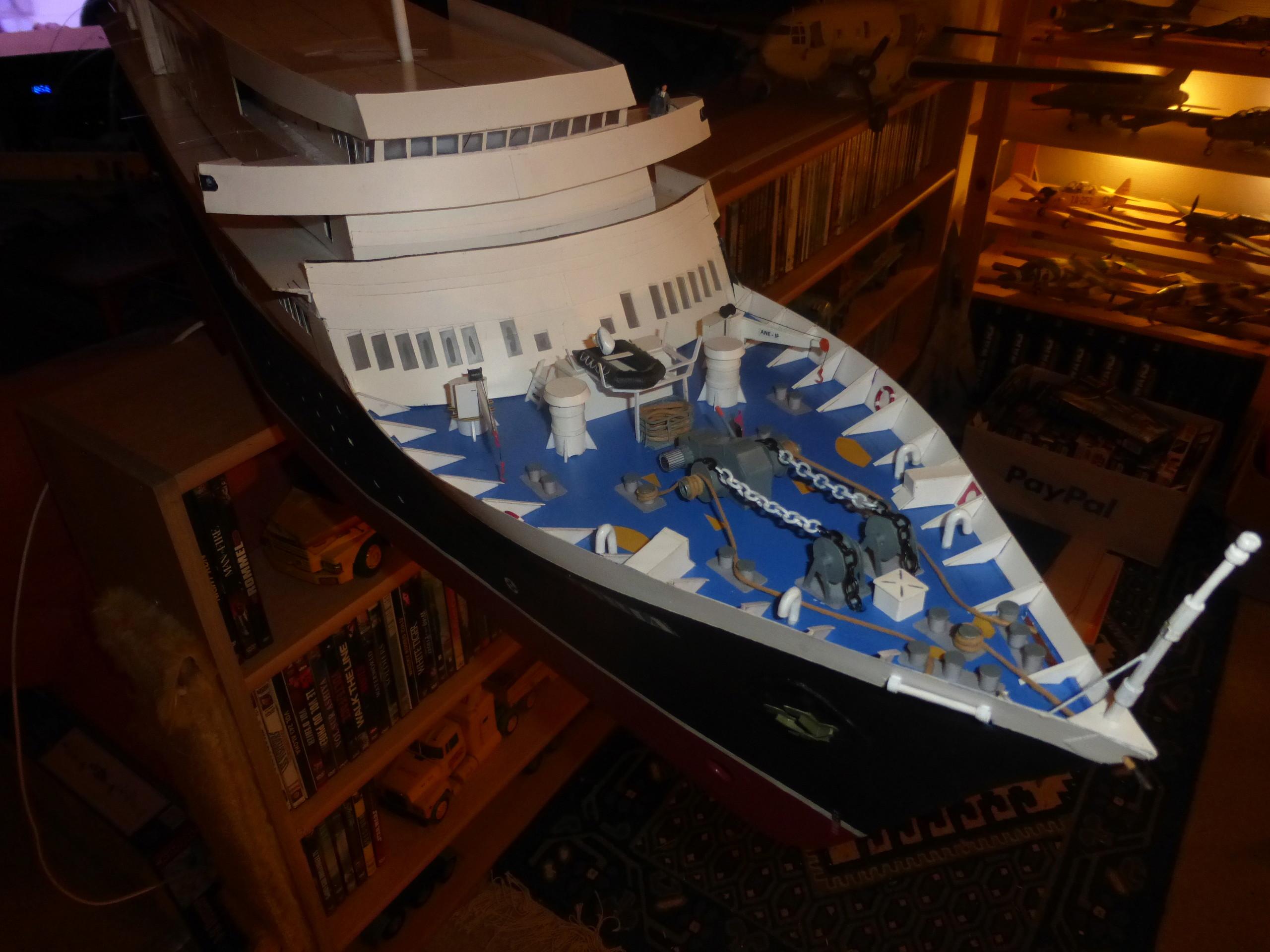 Paquebot MS Astoria au /100 ème modèle en bois et carton  - Page 2 P1020911