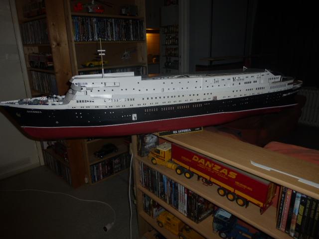 Paquebot MS Astoria au /100 ème modèle en bois et carton  - Page 2 P1020913