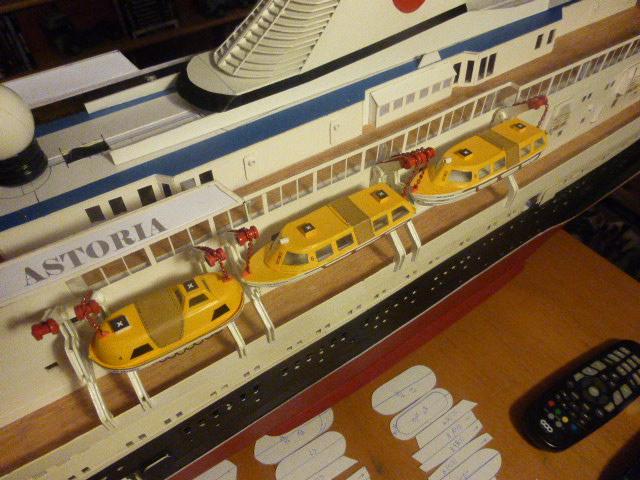 Paquebot MS Astoria au /100 ème modèle en bois et carton  - Page 3 P1020934