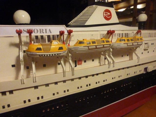 Paquebot MS Astoria au /100 ème modèle en bois et carton  - Page 2 P1020935