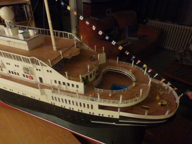 Paquebot MS Astoria au /100 ème modèle en bois et carton  - Page 2 P1020947